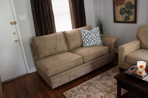 pottery_barn_loveseat1